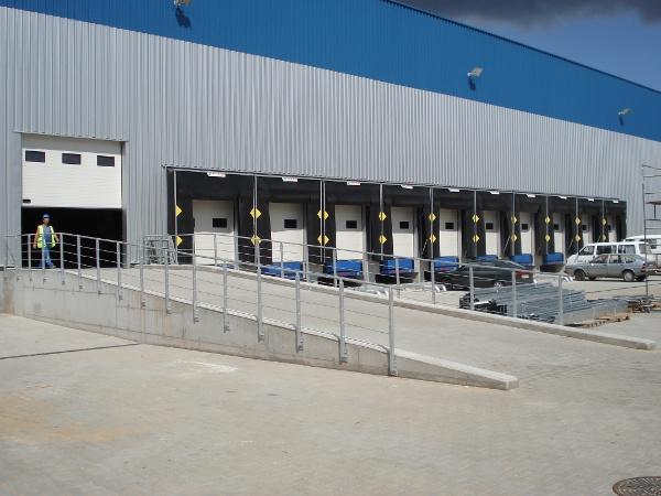 bramy-przemyslowe-systemy-przeladunkowe-1