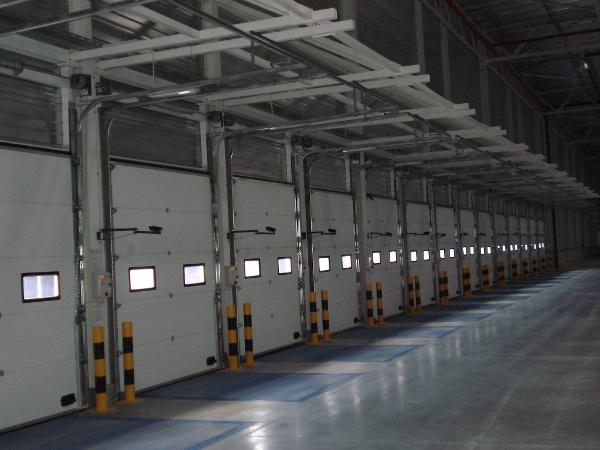 bramy-przemyslowe-systemy-przeladunkowe