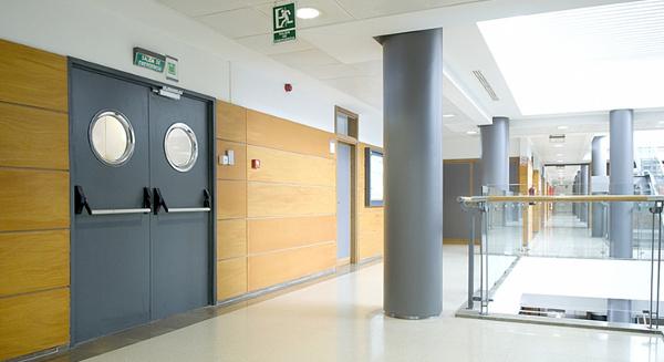 drzwi stalowe techniczne z klamka antypaniczna